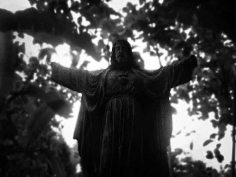 Yesus statue 04