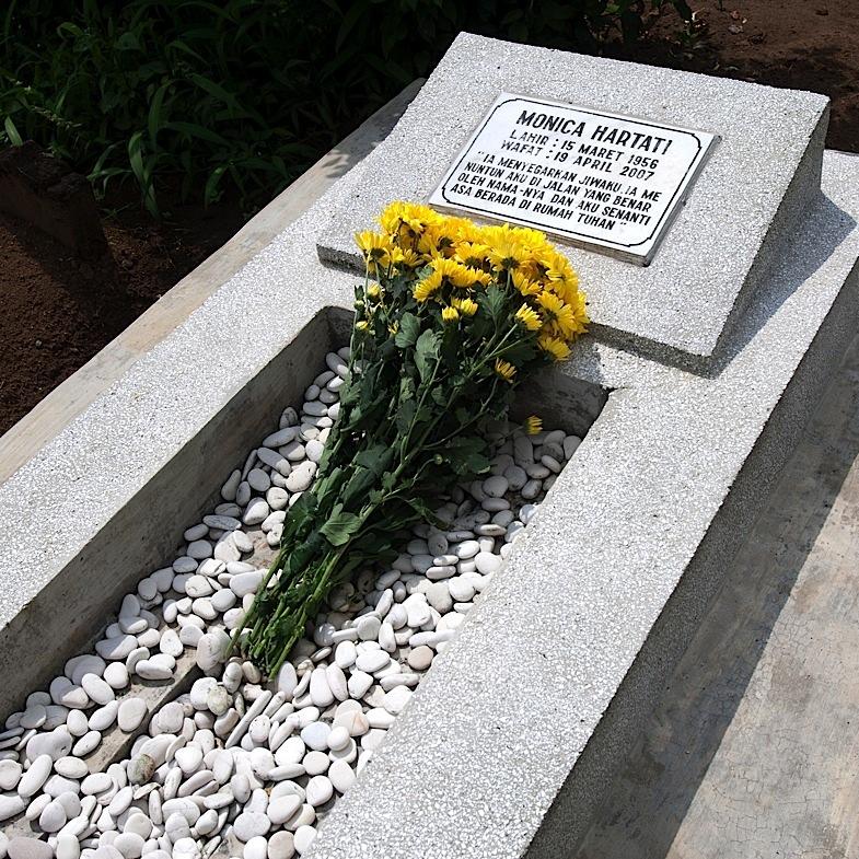 Ziarah ke Makam Mamah 12, Juli 2010