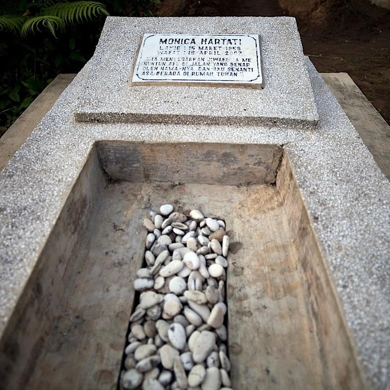 Ziarah ke Makam Mamah 13, 18 April 2011