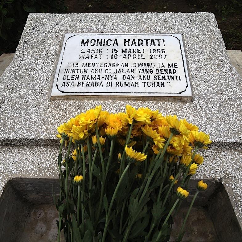 Ziarah ke Makam Mamah 14, 1Januari 2011